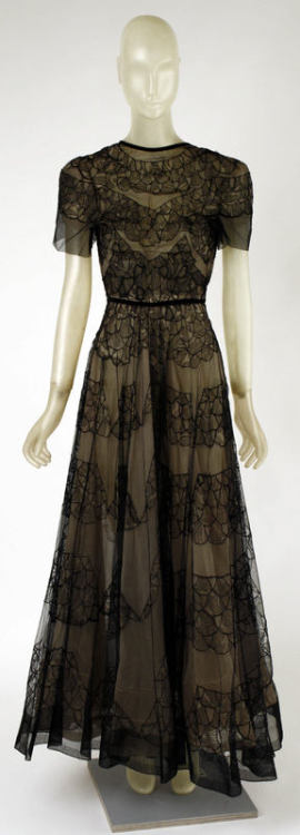 omgthatdress:  Madeleine Vionnet dinner dress ca. 1937 via The Costume Institute of the Metropolitan Museum of Art   I'd wear this in a heartbeat.