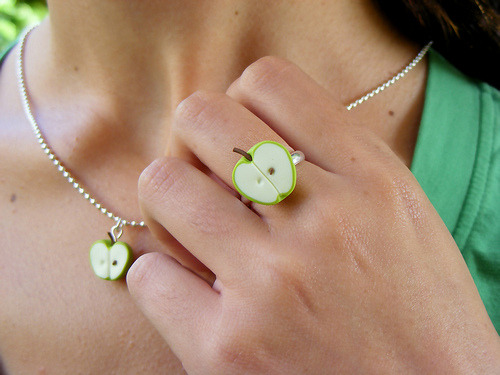 daintyloops:  Apple Set (by Shay Aaron)