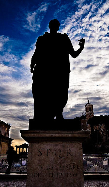 Roma, Giulio Cesare sovrasta i fori on Flickr.