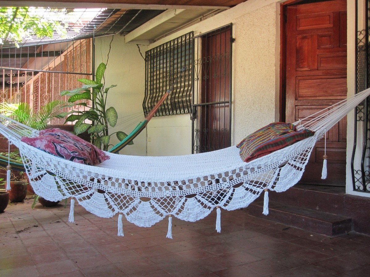 b-reezes:  mangoflower:  i wanna hammock so bad  favie!