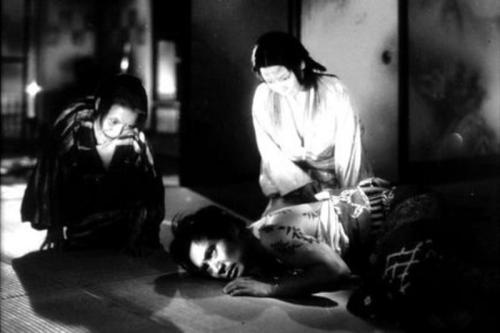 Ugetsu Monogatari (dir. Kenji Mizoguchi, 1953) ***** Kenji Mizoguchi's splendid ghost story, Ugetsu Monogatari (Tales Of The Rain and Moon), set against the backdrop of civil war in 16th Century Japan, follows Genjuro, a potter, and his brother-in-law Tobei, who aspires to be a samurai, as they set out with their wives in search of wealth and military glory.
