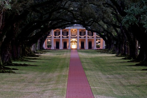 Happiness is… beautiful southern plantation homes.