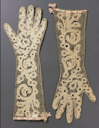 Pair of GlovesMilan, Italy, 18th CenturyLace, bobbin
