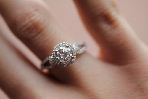 delicate-dreamland:  i want a ring like this <3