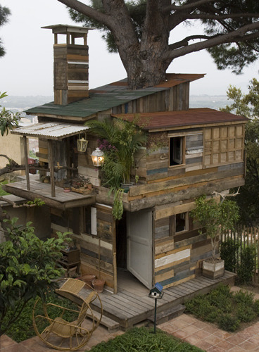 My dream is to make/rent/buy a treehouse like this :)