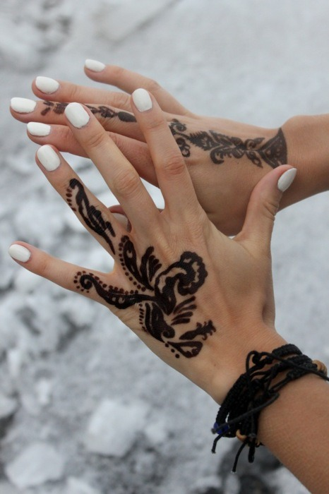 i am definitely getting this beautiful tropical print henna done when the street performers and stalls set up for buskers in august!