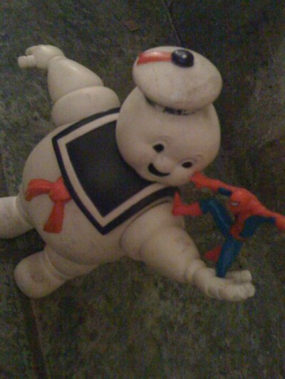 Spiderman V.S. Stay Puft Marshmallow Man (Thanks to Ciaran Flanagan, via Facebook)