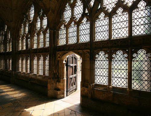 sapt:  -cityoflove:  Gloucester Cathedral, England  This reminds me of a certain house in Des Moines, IA…..   Aw heck yeah.