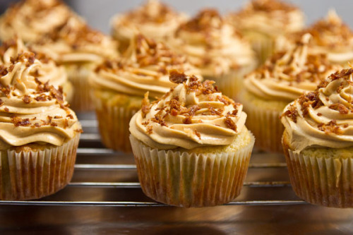 Peanut Butter Banana Elvis Cupcakes …. You have NO idea how much of MY THING this is.  On the baking reserves list.