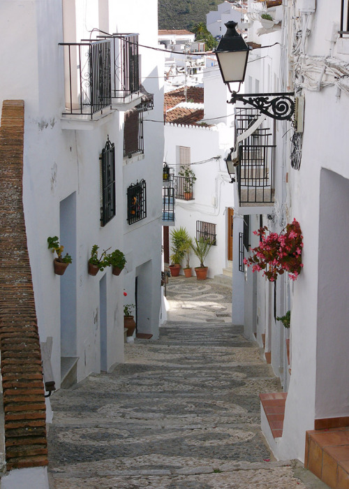 Ancient alley in Pueblos Blancos - Andalucia, Spain by © john | via sunsurfer : ysvoice : prettystuff