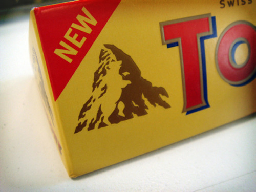 Logos: The hidden bear in the mountain on the Toblerone logo