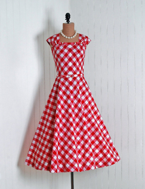 ashleypayday:  omgthatdress:  1950s dress via Timeless Vixen Vintage  OMG! it's perfect.   x2, IAWTC, etc. Gorgeous.
