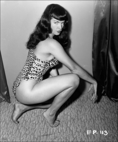 Happy Birthday bettie Page! *sorry, forgot to blog my fav pic of her!*