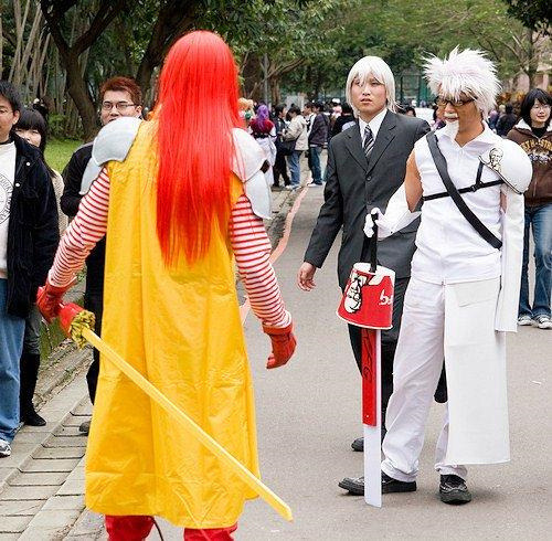 "omgpleasestopcosplaying:  twotolu:  Ronald ""Sephiroth"" McDonald VS. Colonel ""Cloud"" Sanders. FIGHT!  THIS IS ACTUALLY INCREDIBLY BADASS AND NEEDS TO BE RECOGNIZED AS SUCH"