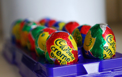 lickystickypickyme:  Five Ways To Eat Cadbury Crème Eggs  I need to try the Cadbury creme egg crepe recipe. Sounds like heaven.