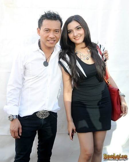 Anang Hermansyah bersama pasangan duetnya, Ashanty, di acara ulang tahun ke-6 Star Media Nusantara di Upper Room Wisma Nusantara, Jakarta