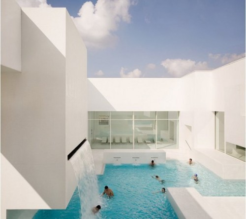 arraic:   A public pool in France