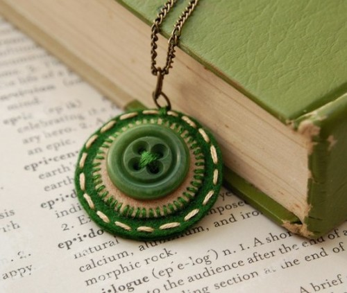 loveliegreenie:  button pendant…