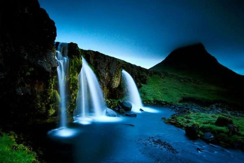 sunsurfer:  Triple Waterfall, Kirkjufellfoss, Iceland  photo via inspiremonkey