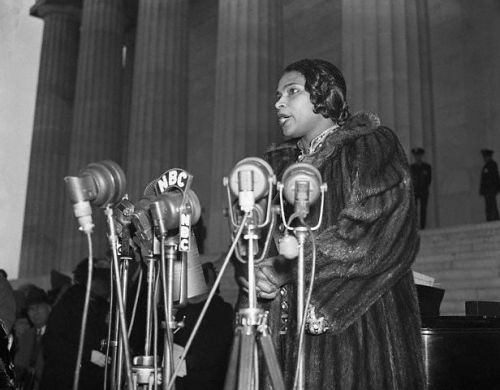 "Opera legend Marian Anderson singing on the steps of the Lincoln Memorial on Easter Sunday 1939. When the Daughters of the Revolution barred her from singing at Constitution Hall, she sang on the steps of the memorial instead. First Lady Eleanor Roosevelt resigned from DAR in protest over their ""whites only"" policy for the hall and for their treatment of Ms. Anderson."