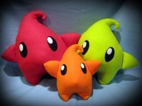 Mario Galaxy Luma plushes! TOO CUTE! By Penguintoic on Etsy.