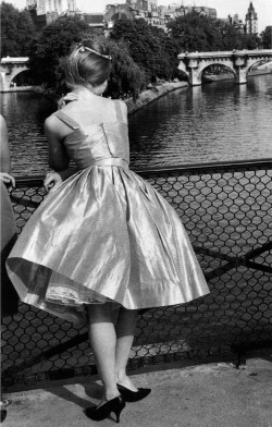 theniftyfifties:  1950s Paris.