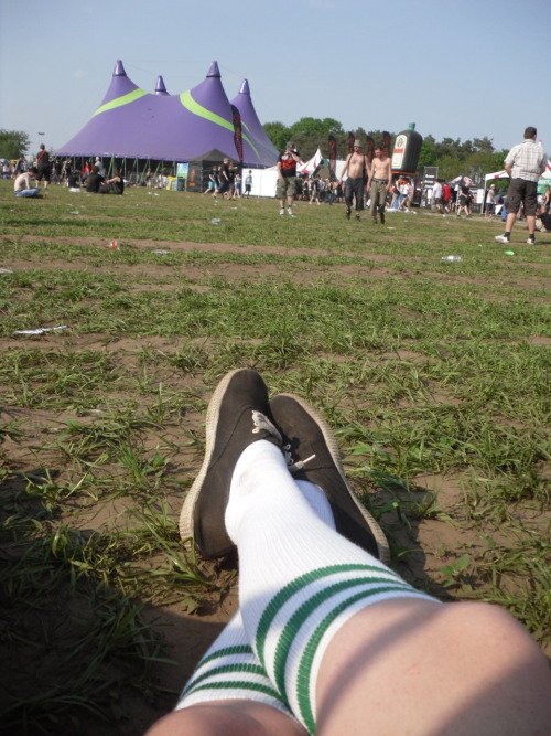 Chilling at the Groezrock Festival in Belgium. That was aaace ! I should write a review about it.Soon.I swear.I'm trying.