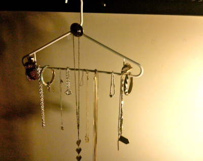 my new jewelry holder, ya digg?