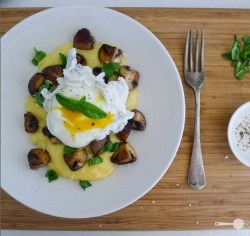 mushroomscanada:  Poached egg with parmesan polenta and mushrooms via Wholesome Cook  YUM SOMEONE COME COOK ME THIS RIGHT NOW…