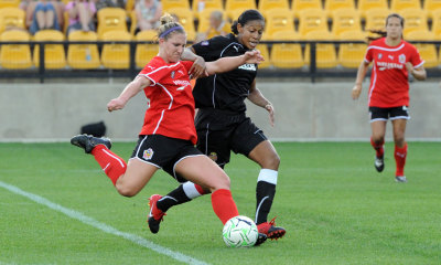 Candace Chapman of the WNY Flash tries to defend against Kristina Larsen of the Atlanta Beat in a 2-2 draw played this weekend.