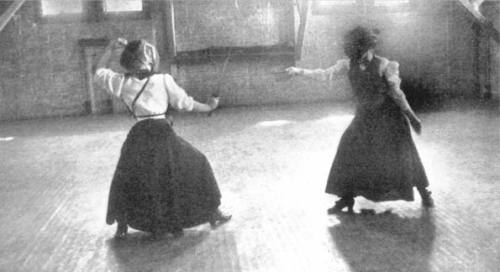 Women's Fencing in 1909