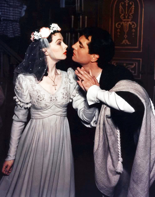 vintagegal:  Vivien Leigh and Laurence Olivier in Romeo and Juliet in 1940