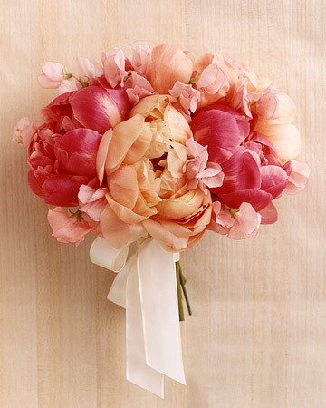 Loving this girly-girl bouquet of peonies and sweet pea! I'm sure it smells amazing too. {source} With a wink and a smile, Ellie
