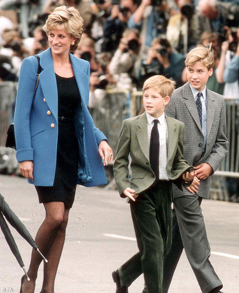 How they've grown, the 2 boys. Diana sporting the same ring that Kate wore for her engagement.