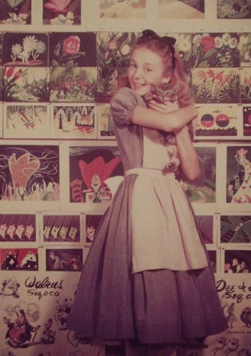 fancydancynancy:  fuckyeahdisneyconcept:  Kathryn Beaumont, the voice of Alice in Alice in Wonderland  ❤ Vintage Wonderland ❤
