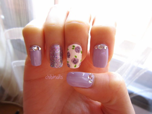 My friend wanted a simple floral nail design, so I did this for her :) Zoya Marley Etude House WH702 Etude House GR605 OPI Parlez-vous OPI? Etude House WH020