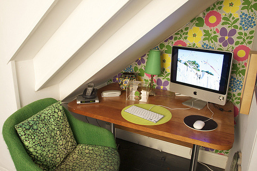 sweethomestyle:  My DIning room   :office bit (by jaboopee)