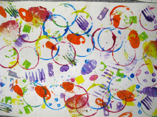 Great toddler/preschool art idea: (via laughpaintcreate: Shape Stampede)