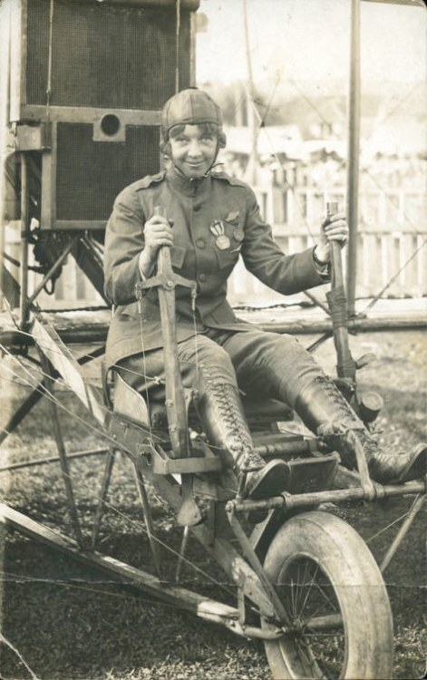 steampunkvehicles:  Ruth Law.  Bought her first airplane from Orville Wright in 1912 at age 21.  First woman to do a loop-de-loop.  First woman authorized to wear a uniform by the U.S. Military.  She's cute!