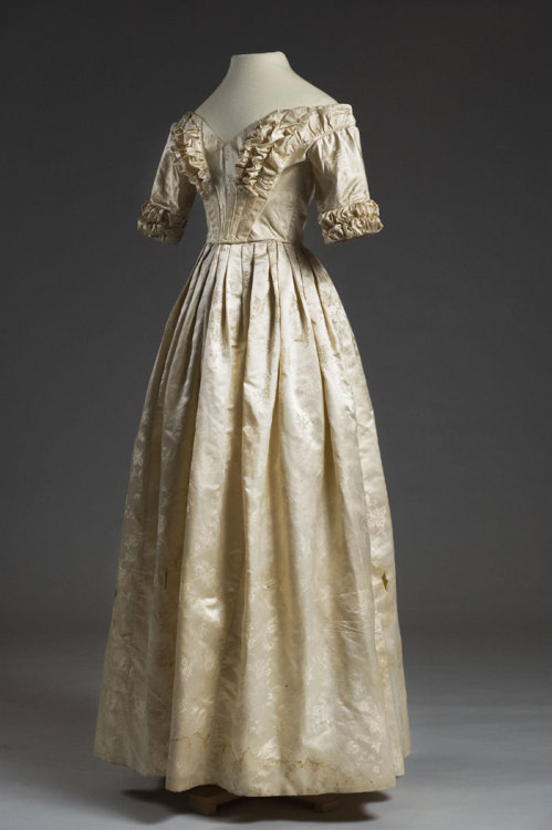 Silk brocade dress, 1842. The skirt is set onto the bodice in flat pleats, with the skirt slightly fuller in the back. Elizabeth Mary Lesesne Blamyer wore this dress at her wedding to Henry Wigfall (1821-1858) on February 24, 1842 at Saint Paul's Church. HT 3071  The Charleston Museum