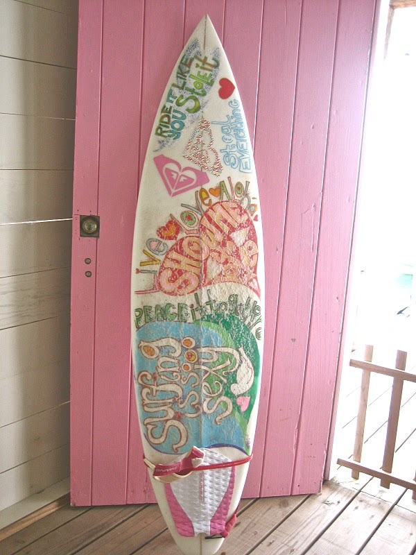 i just wanna go surfinggggg.