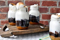 aliceintumblerland:  Oh. my. goodness. S'mores cake in a jar. Click for recipe.