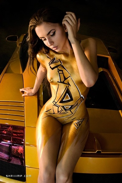 "Sexy graffiti/body paint of the day: ""Goldie"" by Sindik (possibly NSFW) Via"