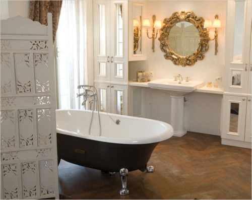 Another amazing bathroom. I need them both, obviously.