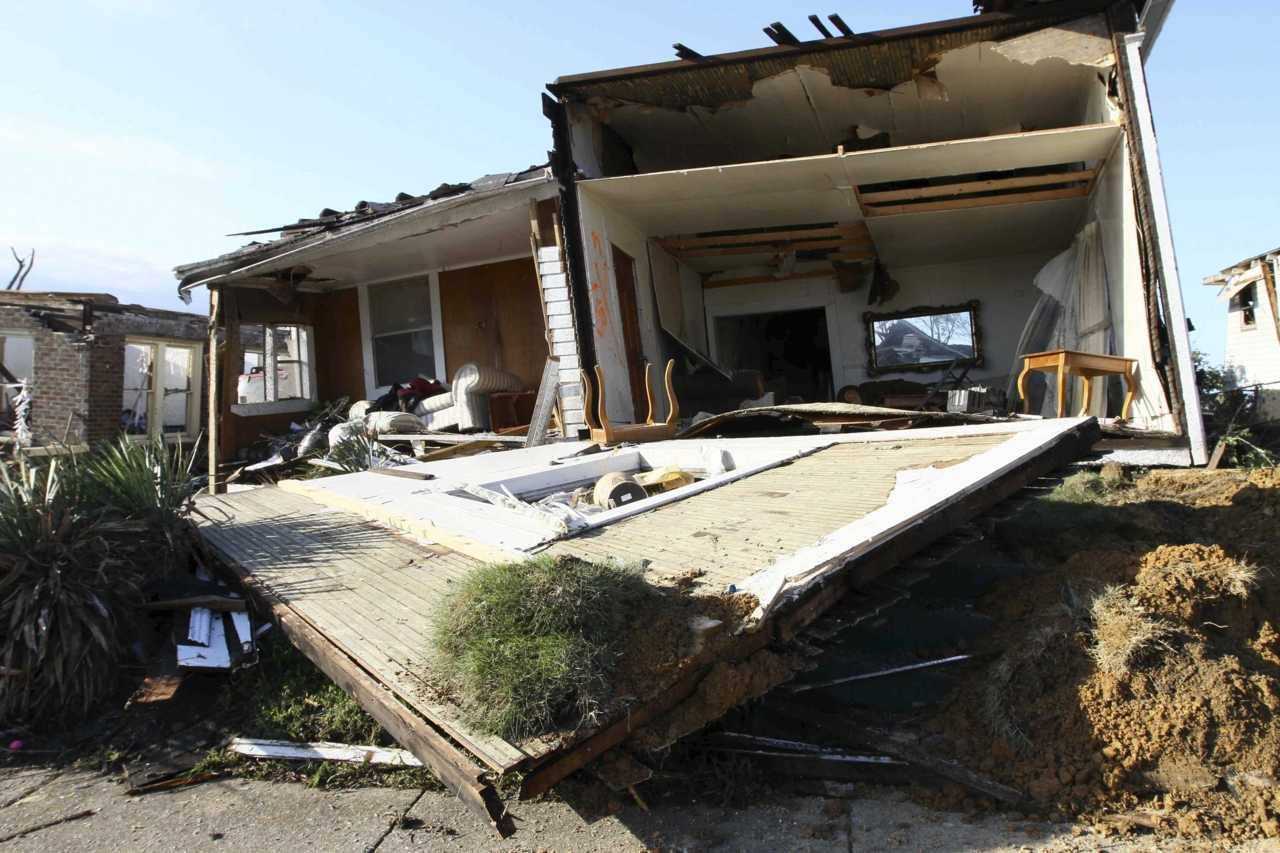 Photos: Tornadoes devastate southern United StatesDozens of tornadoes ripped through six states destroying homes and businesses and killing at least 220 people in the deadliest weather disaster in four decades. (Photo: Marvin Gentry/Reuters)