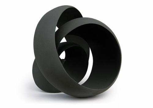 Merete Rasmussen: Twisted Black Loop
