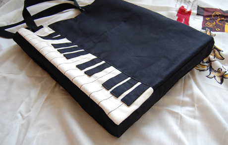 Piano Shoulder Bag {How To} For the music lover! Found at: http://boredandcrafty.com