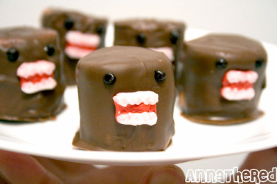 il-legible:  Chocolate Marshmallow DOMO Oh my God… I must go and make these some time soon. (Instructions on how to make them are click-through).