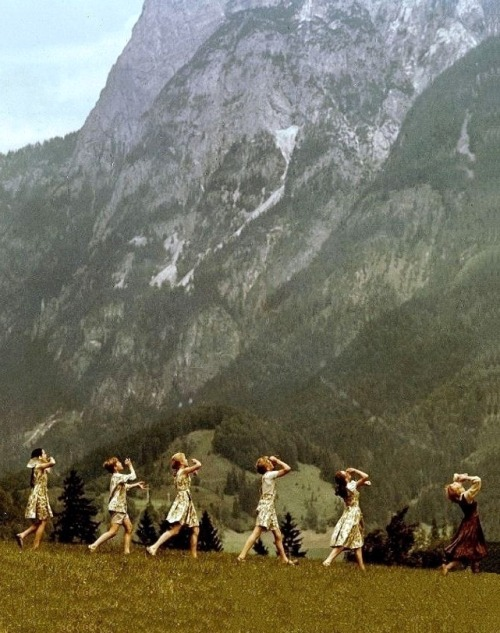 Julie Andrews & assorted Von Trapps in The Sound of Music (1965, dir. Robert Wise) (via)