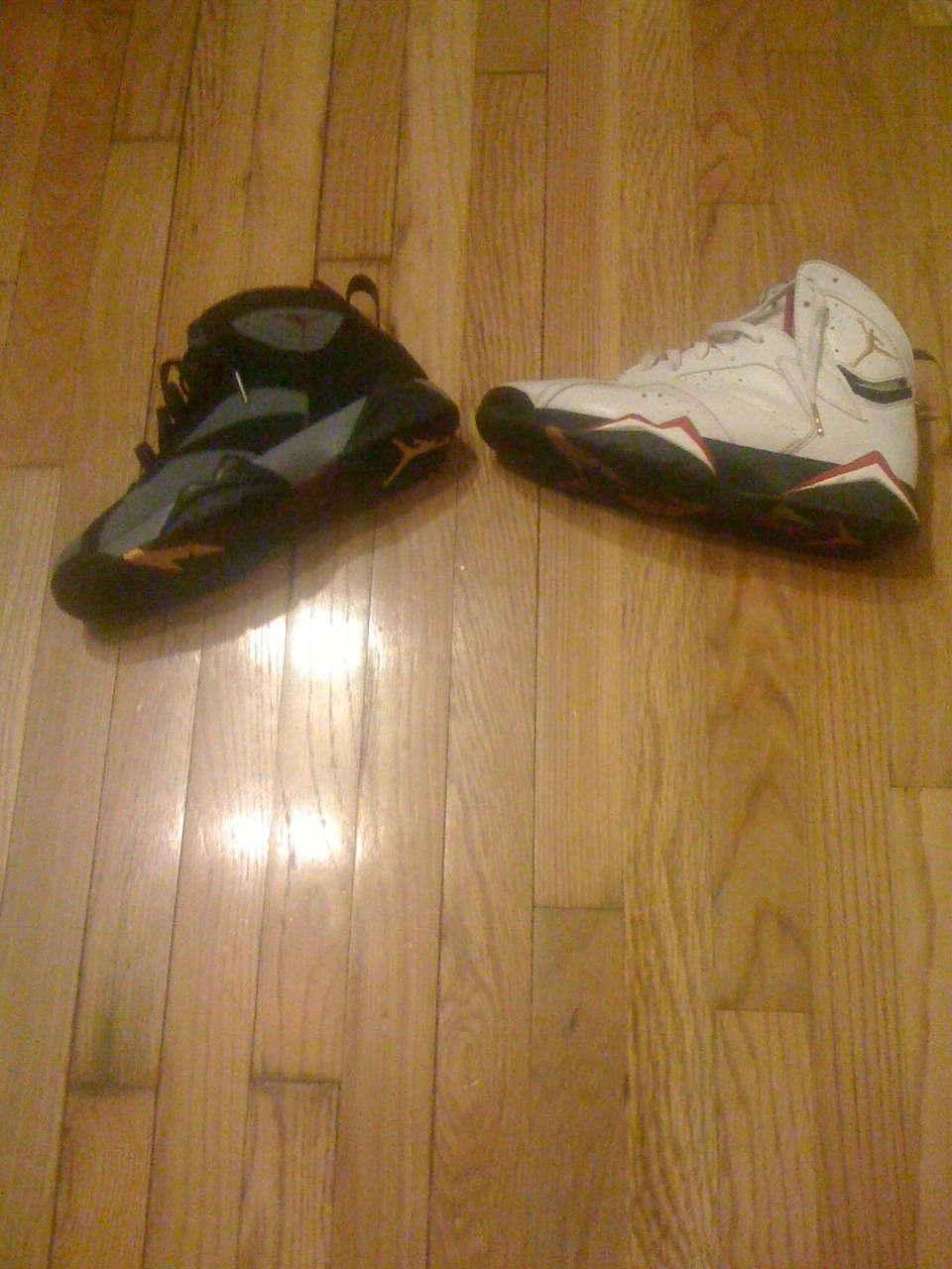 "#iPEEZYpicFLOW #FLIGHTKLUB: I'M A BIG JORDAN 7 LOVER AND THESE ARE TWO OF MY FAVORITE PAIR… I HAVE TO GIVE THE EDGE TO THE ""BORDEAUX"" JOINTS.. THESE DROPPED WHEN I WAS AN INFANT SO I NEVER GOT A CHANCE TO GRAB THESE LOL, BUT FINALLY THEY WE'RE RE-RELEASED.. THE ""CARDINAL"" JOINTS ARE TIGHT TOO THOUGH! THESE ARE AN OG PAIR, I HEAR THEY WILL BE RE-RELEASED THIS YEAR!"